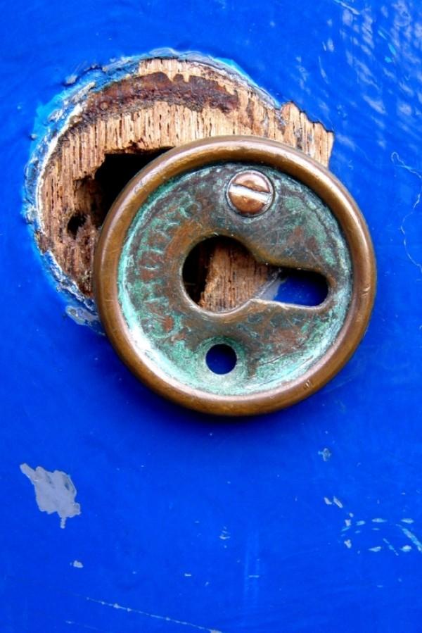 Broken Keyhole